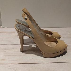 🌺🌸🍀 Beautiful Beige sandals by Michael Kors 🌸